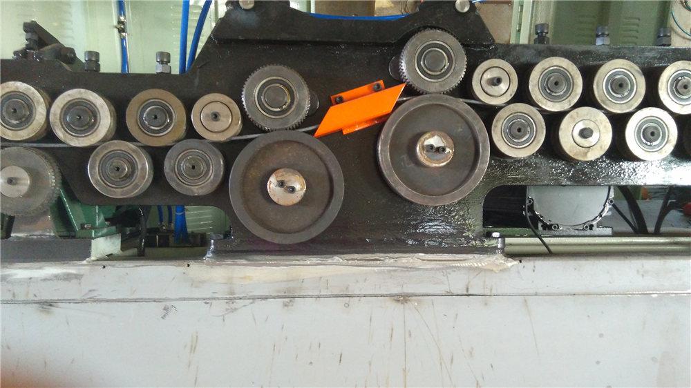 Automatische Bügelbiegemaschine